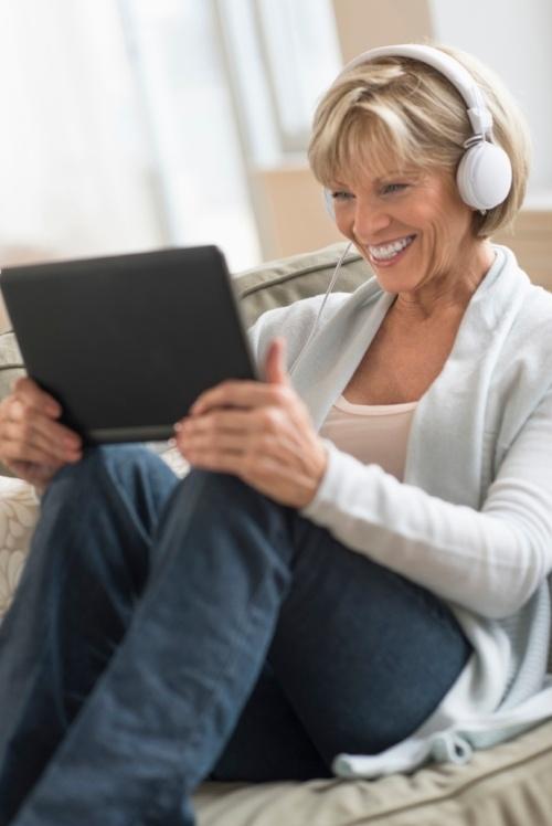 Lady_headphones_ipad-121787-edited.jpg
